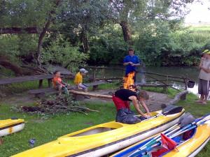 Plaukimas-Verknės-Upe-Iškylavimas-Vasarą